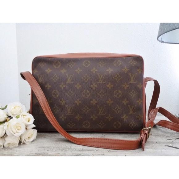 5a4fab3b8c19 Louis Vuitton Handbags - ♥ Louis Vuitton Sac Bandouliere 33 Messenger Bag